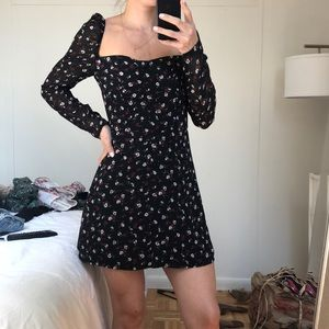 MISSGUIDED FLORAL LONG SLEEVE DRESS